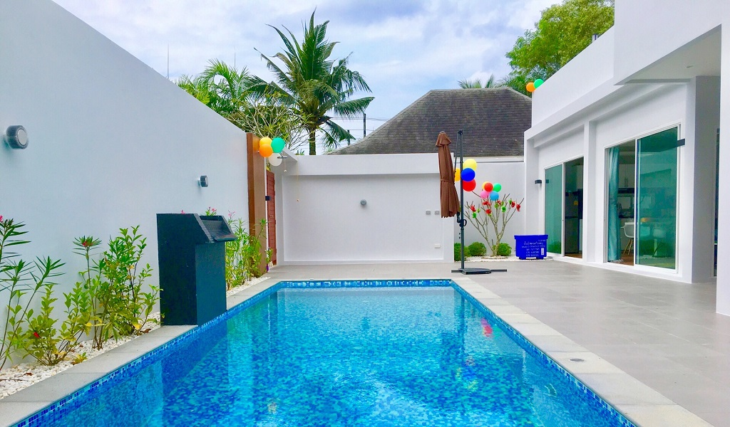 villa khaolak rent pool